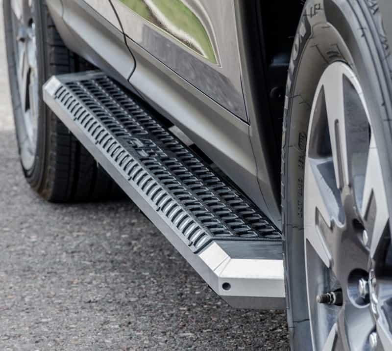 Aires Metal step bar on black SUV